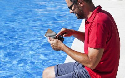 Benefits & drawbacks of hiring a pool service company