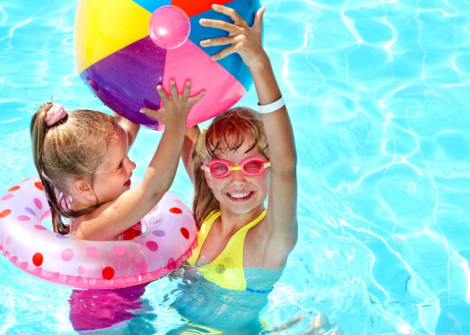 How to plan the best summer swimming pool party
